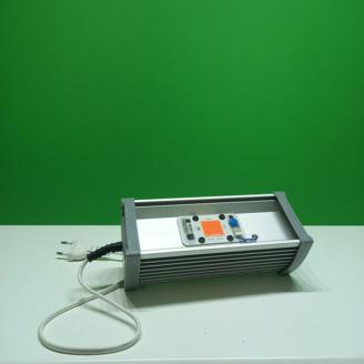 Экономичный фитосветильник на базе 20/30 Вт фитодиодов полного спектра, созданных специально для растений.